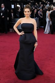 Tina Fey was the picture of simple elegance in a navy blue gown with peplum detailing.