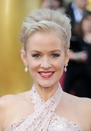 Penelope Ann Miller wore a one-of-a-kind pair of 11-carat halo drop diamond earrings at the 2012 Academy Awards.