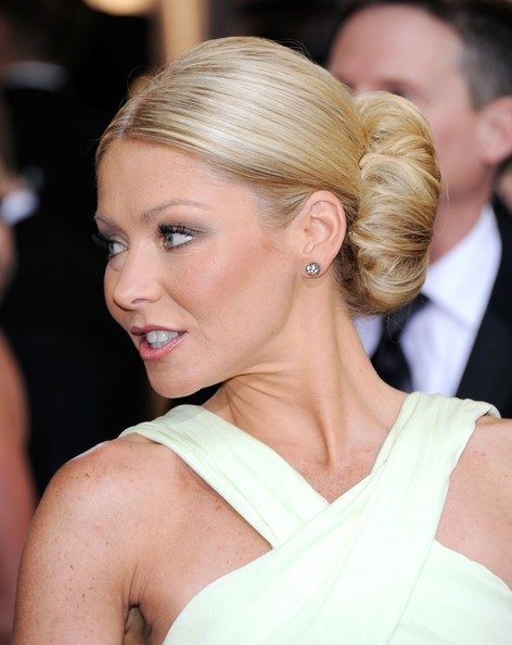 More Pics of Kelly Ripa Classic Bun (1 of 37) - Kelly Ripa Lookbook - StyleBistro