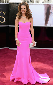 Maria Menounos opted for a super feminine hot pink strapless silk crepe mermaid gown at the 2013 Oscars.