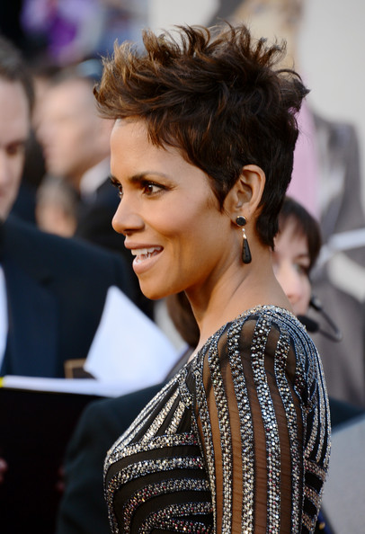 More Pics of Halle Berry Dangling Diamond Earrings (1 of 40) - Halle Berry Lookbook - StyleBistro
