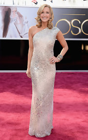 Lara Spencer showed off her arms in a nude crystal encrusted column gown on the 2013 Oscars red carpet.