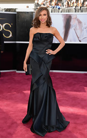 Giuliana Rancic looked elegant and glamorous in a ruffled black strapless origami gown on the Oscars 2013 red carpet.