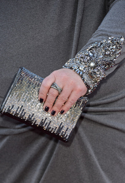 Melissa McCarthy topped off her 2013 Oscar look with a silver and black crystal clutch.