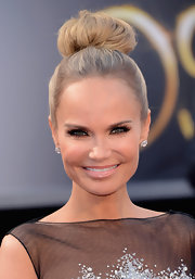 Kristin Chenoweth played the part of a prima ballerina with this perky bun at the 2013 Oscars.