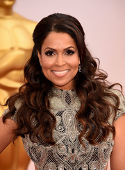 Tracey Edmonds wore her hair down in a glamorous wavy style during the Oscars.