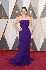 Tina Fey looked supremely elegant at the Oscars in this custom purple Versace gown that fit her figure flawlessly.