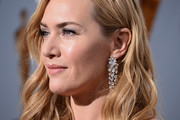 Kate Winslet wore a glamorous pair of diamond chandelier earrings by Nirav Modi during the Oscars.