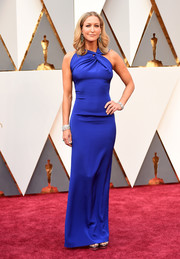 Lara Spencer was modern-glam at the Oscars in a cobalt Roland Mouret gown featuring a twisty neckline and a figure-hugging silhouette.