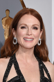 Julianne Moore styled her hair with a center part and soft waves for the Oscars.