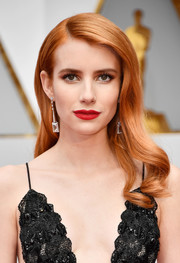 Emma Roberts looked like an Old Hollywood star with her vintage-inspired waves at the 2017 Oscars.