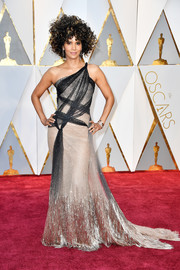 Halle Berry went punk-glam in a strappy gold and black one-shoulder gown by Atelier Versace at the 2017 Oscars.