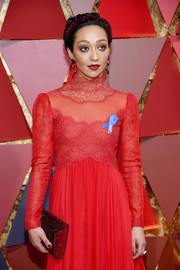 Ruth Negga accessorized with a beaded red envelope clutch for a bit of sparkle to her look during the 2017 Oscars.