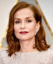 Isabelle Huppert wore her hair down to her shoulders in a wavy, side-parted style during the 2017 Oscars.
