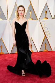 Brie Larson oozed glamour wearing this sculptural strapless velvet gown by Oscar de la Renta at the 2017 Oscars.