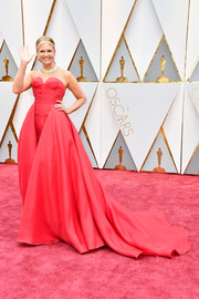 Nancy O'Dell looked quite the diva in a strapless red corset gown by Mark Zunino Couture at the 2017 Oscars.