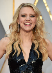 Kate McKinnon showed off perfectly styled waves at the 2017 Oscars.
