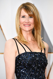 Laura Dern looked trendy with her layered cut at the 2017 Oscars.