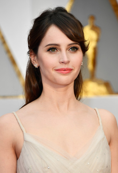 Felicity Jones opted for this messy half-up hairstyle when she attended the 2017 Oscars.