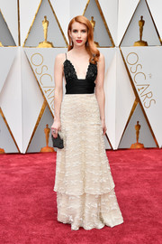 Emma Roberts looked super sophisticated in her vintage Armani Prive embroidered gown at the 2017 Oscars.