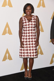 Viola Davis was retro-chic in a sleeveless, V-neck print dress by Bottega Veneta at the Academy Awards nominees luncheon.