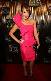 Lizzy looked ready to party in her hot pink one-shoulder dress, which she paired with black pumps.