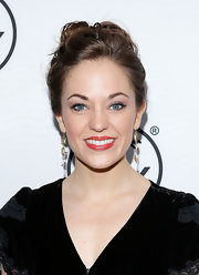 Laura Osnes pulled back her dark brown tresses into an undone but still sleek updo.