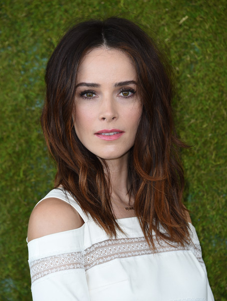More Pics of Abigail Spencer Straw Tote (1 of 3) - Straw Tote Lookbook - StyleBistro [photo,hair,face,beauty,hairstyle,lip,eyebrow,brown hair,skin,green,long hair,arrivals,abigail spencer,chris delmas,will rogers state historic park,pacific palisades,veuve clicquot polo classic]