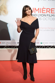 Monica Bellucci complemented her dress with a black leather purse by Dolce & Gabbana.
