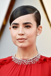 A gorgeous diamond chandelier necklace by Chopard popped elegantly against Sofia Carson's red outfit.