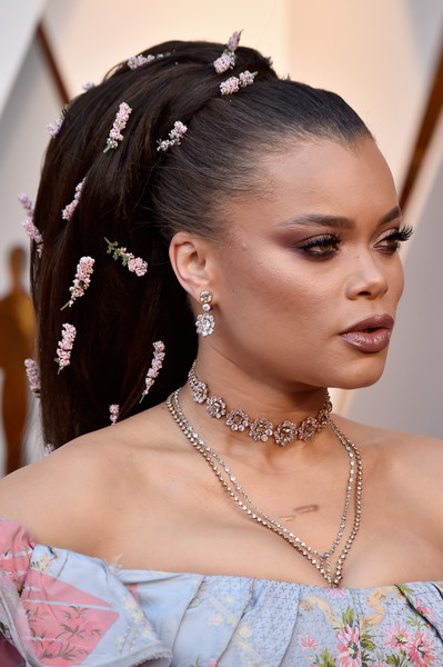 Andra Day rocked a voluminous, flower-studded ponytail at the 2018 Oscars.