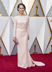 Laurie Metcalf opted for a simple yet sophisticated ivory sequin column dress by Christian Siriano when she attended the 2018 Oscars.