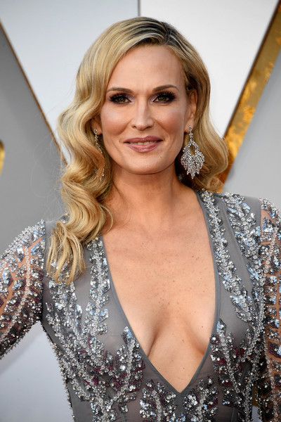 Molly Sims channeled Old Hollywood with this vintage-inspired 'do at the 2018 Oscars.