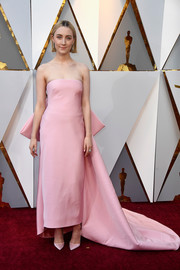 Saoirse Ronan looked sweet and elegant in a strapless pink Calvin Klein By Appointment dress with oversized bow detailing at the 2018 Oscars.