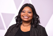 Octavia Spencer wore her hair down to her shoulders in feathery waves at the 2018 Academy Awards nominees luncheon.