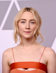 Saoirse Ronan kept it casual with this loose, center-parted ponytail at the 2018 Academy Awards nominees luncheon.