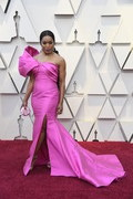 Angela Bassett attended the 2019 Oscars wearing a dramatic fuchsia one-shoulder gown by Reem Acra.