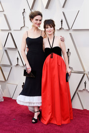 Zooey was beach-glam in a two-tone halter gown by Victor Costa at the 2019 Oscars.