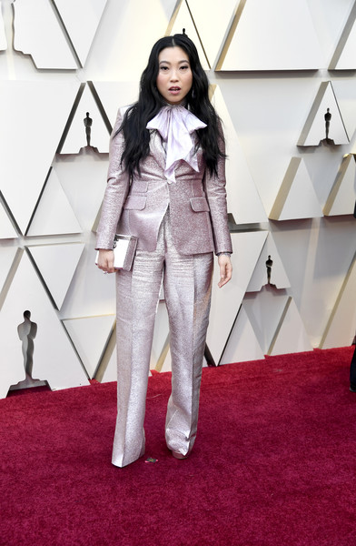 Awkwafina matched her suit wit a pale pink box clutch.