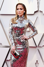 Jennifer Lopez matched a silver Tyler Ellis clutch with a mirrored dress for the 2019 Oscars.