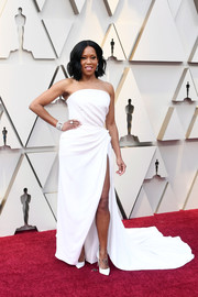 Regina King was classic in a strapless white gown by Oscar de la Renta at the 2019 Academy Awards.