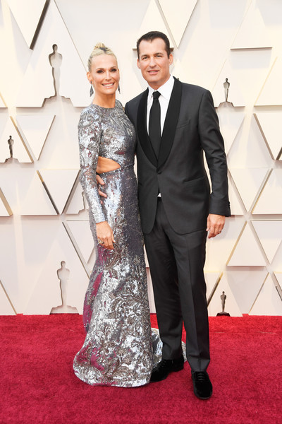 More Pics of Molly Sims Classic Bun (1 of 13) - Updos Lookbook - StyleBistro [red carpet,carpet,dress,clothing,suit,formal wear,flooring,gown,fashion,event,arrivals,scott stuber,molly sims,academy awards,l-r,hollywood,california,highland,annual academy awards]