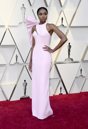 Kiki Layne looked fashion-forward in a fitted pink Atelier Versace gown with oversized bow detail at the 2019 Oscars.