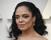 Tessa Thompson attended the 2019 Oscars wearing her hair in brushed-back curls.