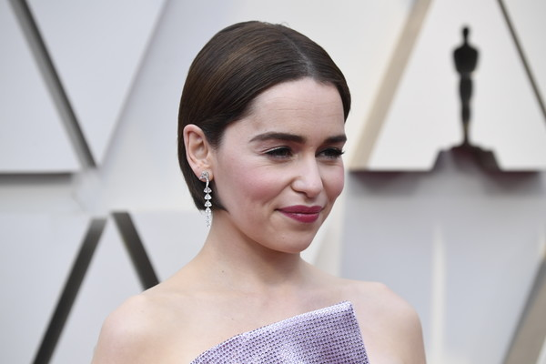 Emilia Clarke opted for a simple short bob when she attended the 2019 Oscars.