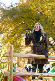Lauren Alaina joined Macy's Thanksgiving Day Parade wearing a chic leopard-print coat.