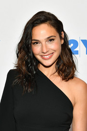 Gal Gadot looked gorgeous with her piecey, shoulder-length waves at the 92Y Talks.
