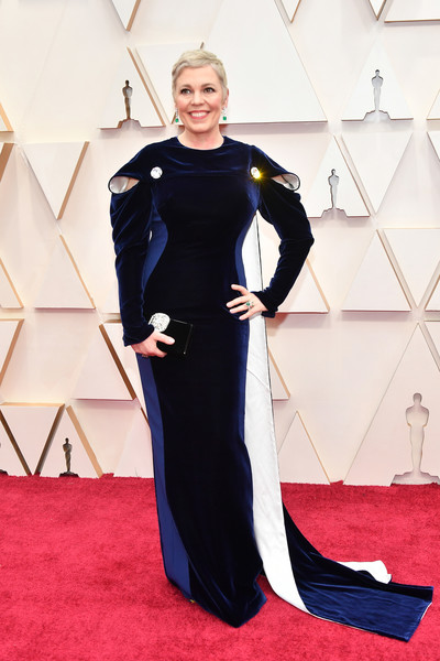 Olivia Colman looked impeccable in a caped tricolor velvet gown by Stella McCartney at the 2020 Oscars.