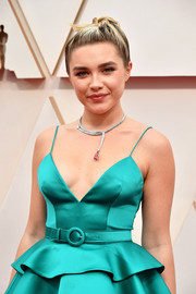Florence Pugh flaunted a stunning Louis Vuitton High Jewelry statement necklace at the 2020 Oscars.
