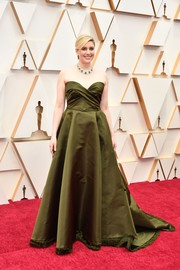 Greta Gerwig kept it classic in a strapless olive-green ballgown by Dior Couture at the 2020 Oscars.